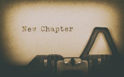 """Schreibmaschine tippt """"New Chapter"""""""
