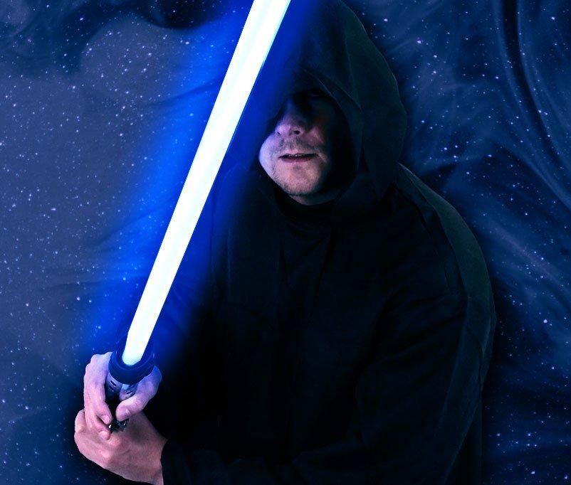 White Hat Jedi mit blauem Lichtschwert