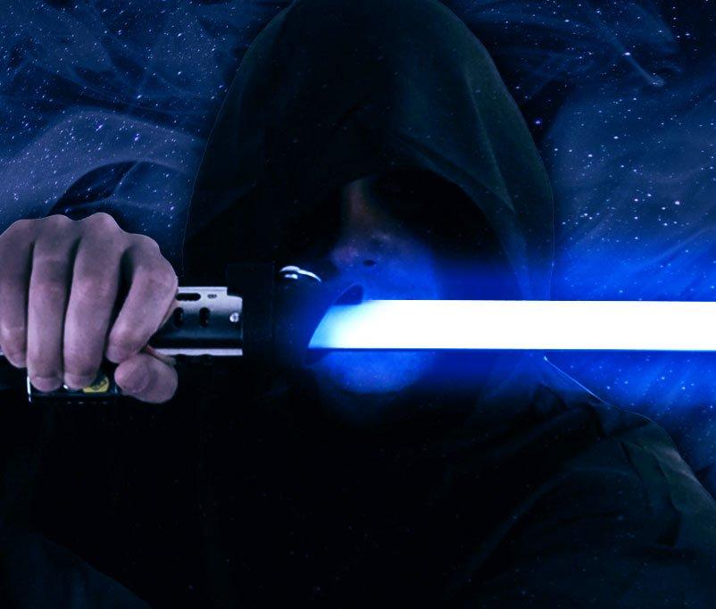 White Hat Jedi droht mit Lichtschwert